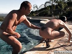 Bobbi Starr loses control in anal frenzy with hot guy Rocco Siffredi before she gets her throat drilled
