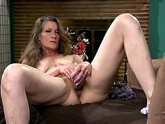 Vibrator gives the mature beauty so much pleasure