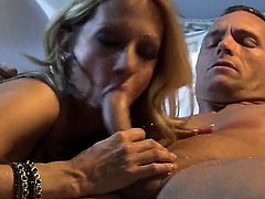 Sultry woman is totally addicted to cum
