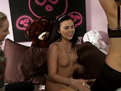 Ivy Winters cant stop licking jessica drakes wet muff pie in lesbian action