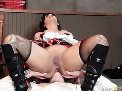 Richie Black with round butt gets her butthole attacked by hard ram rod