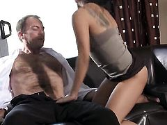 Kaylani Lei lets man cover her lovely face in jizz