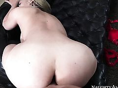 Blonde asian Ike Diezel with round bottom and bald cunt is hungry for fucking