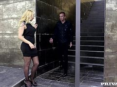 Private legend Sophie Evans is back in action and now she is a fine ass cougar! This sex addict starts the scene by masturbating to some porn in sexy lingerie when she spots her next door neighbor arriving home.