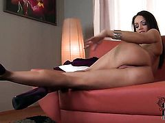 Sophie Lynx gets down all by herself
