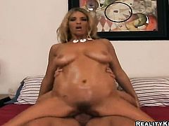 Blonde Jordan Kingsley gives giving oral pleasure to hot guy