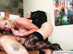 Blonde Nikki Benz with gigantic jugs and smooth snatch finds it exciting to be jizzed on