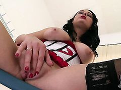 Nicole Smith with hairless beaver cant live a day without toying her bush