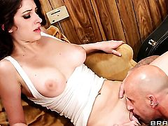 Brunette Barry Scott loves to suck and cant say No to her hot bang buddy