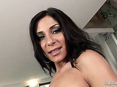 Blonde cant live a day without dildoing her love hole
