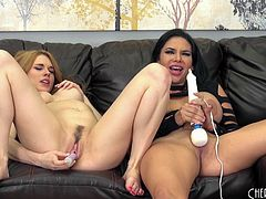 Live on their webcam these two girls dine on their pussies