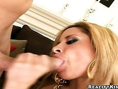 Blonde senora with bubbly butt and clean beaver polishes lucky dudes erect ram rod with her lips