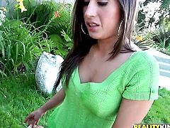 Latin Alexis Breeze with bubbly bottom and trimmed muff is in heaven blowing dudes beefy worm