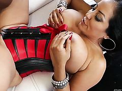 Senorita Lexington Steele finds herself sucking mans hard meat stick