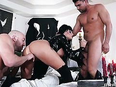 Milf Joslyn James with massive knockers shows anal tricks with passion