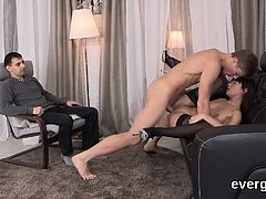 Indebted lover lets frisky friend to penetrate his girlfrien