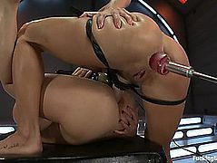 Amy Brooke and Alysa in oily anal machine lesbo fuck