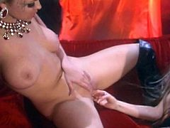 Pussy licking adventure of two glamorous vintage chicks