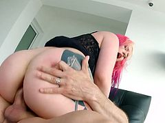 Pink haired blonde with plump ass gets her anus rammed