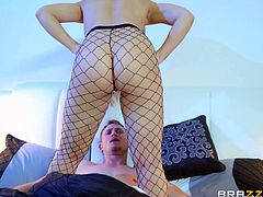 After a crazy blonde bitch seduced him, Bill finds himself with hands in shackles. Before his eyes, lusty Nicole shows off her fabulous tits. Not to mention her fishnet stockings are a huge turn no. She joins the mesmerized guy in bed, to suck his dick. Don't miss the incredibly hot face sitting scene!