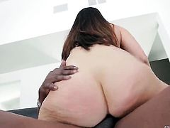 Brunette slut Lexington Steele sucks the sperm out of pole