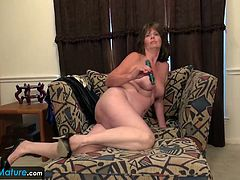 Sexy mature granny showing off ad masturbating her old pussy with toy