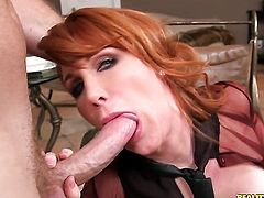 Redhead senora with soaking wet slit goes solo