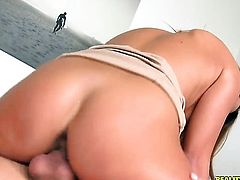 Brunette Nicole Vice gets the mouth fuck of her dreams with hard dicked guy