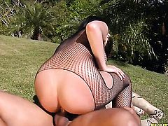 Brunette with bald bush and her hard cocked fuck buddy both enjoy blowjob session