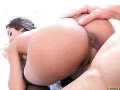 Brunette is ready to suck Johnny Sinss man meat fuck 24/7