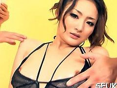 Asian babe wets ger underwear when her clit got stimulated