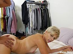blonde babe with big ass fucks on camera