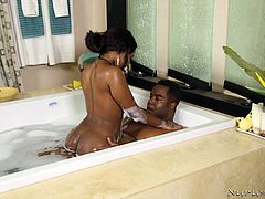 hot ebony couple fuck in the tub