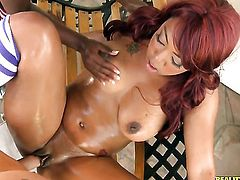 Tattooed chocolate with bubbly bottom and shaved bush has a great desire to be mouth fucked by Clover