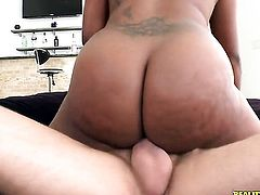 Smoking hot porn diva Jayden Starr gets a nice interracial beaver fuck