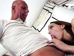 Brunette gets her mouth destroyed by guys pole