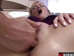 Stocking babe gets her pussy fisted
