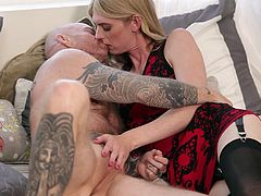 elegant shemale babe gets sucked off by trans man