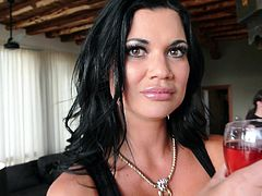 Cathy Heaven and Jasmine Jae open their legs for a boner