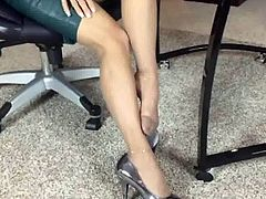 MILF Nylon Leg & Foot Tease 02