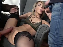 Ria Sunn having her pussy dicked while sucking a stiff wiener