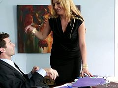 Addicted to sex milf Jennifer Best seduces her hot blooded boss
