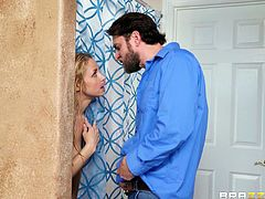 Sarah Vandella seduced in a shower for a cock bouncing experience