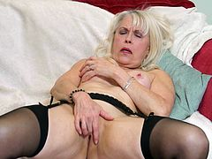 Mature British Lady Sextasy solo