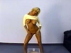 Gorgeous Jill Kelly pissing