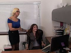 Cytherea was enjoying a little video chat time with her boyfriend at work