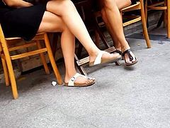 girls perfect dangling sexy legs feets toes