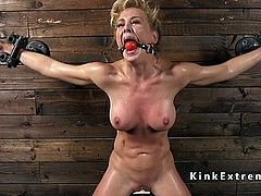 http://img2.sexcdn.net/0p/y9/27_female_domination.jpg