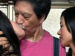 http://img2.sexcdn.net/0q/lt/in_japanese_kissing.jpg