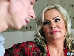 lover fucks a beautiful mature woman